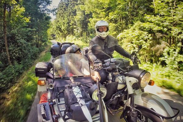 摄影师携女友儿子驾侉子摩托周游欧洲