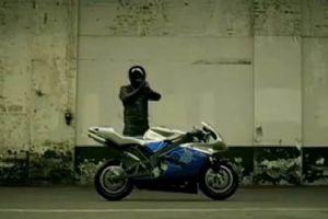 搞笑!最雷人的摩托车起步