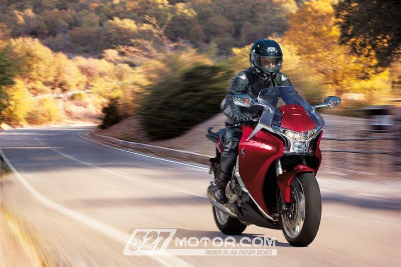 本田研发可移动车座和脚踏金翼&VFR1200F率先配备