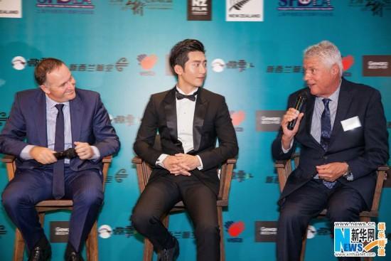 窦骁助阵电影周和新西兰总理分享穿行之旅