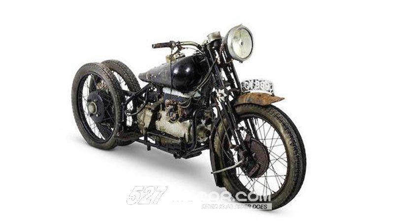 """越旧越值钱?""""古董摩托车""""拍出300万天价!"""