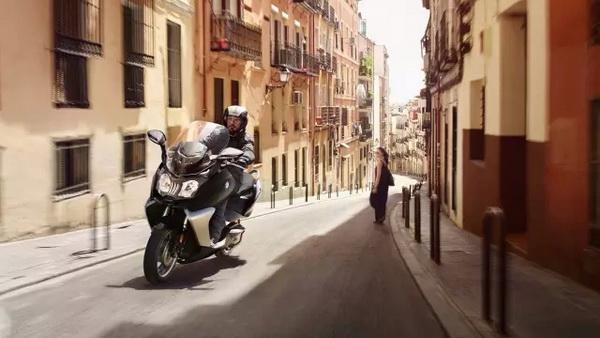 """BMW摩托车获得德国《Motorrad》""""年度摩托车""""九项"""