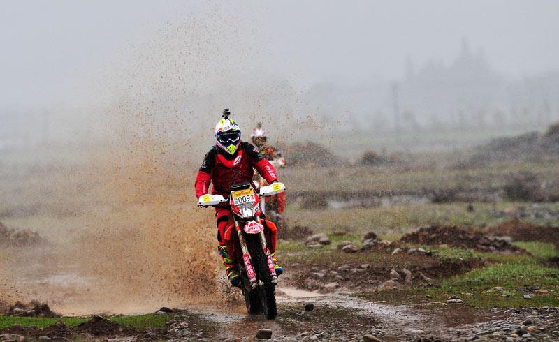 2016环塔首日排位赛苏文敏领跑摩托车组