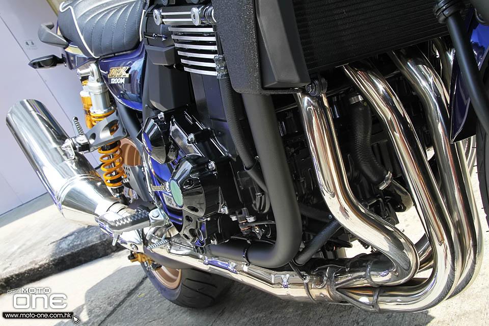 讲起Superbike,即超级电单车或超电,相信读者意识到是一款披上大包围的跑车。那麽40年前的Superbike是甚麽模样?读者只要看看刚抵港的2016 KAWASAKI ZRX1200 DAEG,便知道昔日Superbike的长相。 没错,40年前的Superbike是没有大包围的街车,外型与现今的NK车(Nake Bike)没有分别,引擎赤裸裸地暴露在空气中,非常清凉。当年除了参加GP格兰披治的厂车外,车厂不会把大包围下放至市贩车上,直至80年代初才开始出现装有俗称「猪头」的街车,之后引入耐力赛车