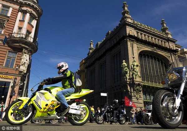 炫酷!俄罗斯圣彼得堡举办摩托车节