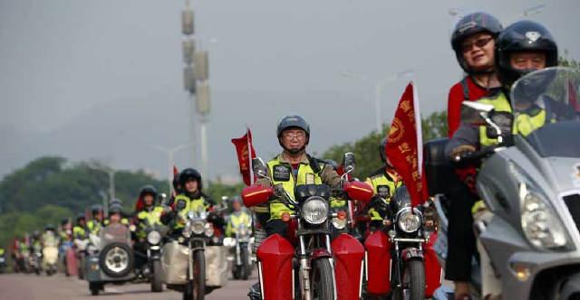 摩托车是年轻人的专利?重庆这群老年人骑得更嗨