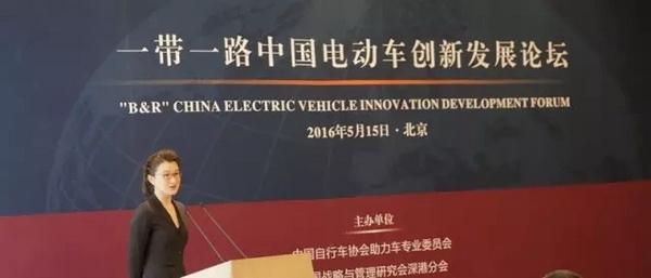禁电限电行不通法学家李步云为电动车代言