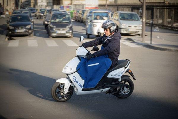 巴黎推出公共电动摩托车共享租赁服务