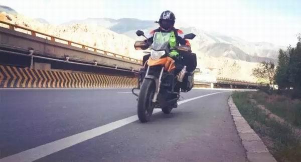 骑摩托穿越中东战乱国,一个人的两万里西征开始了