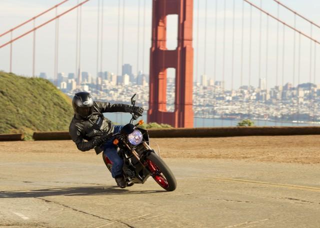 加州或立法保障摩托车两车道之间行车权利