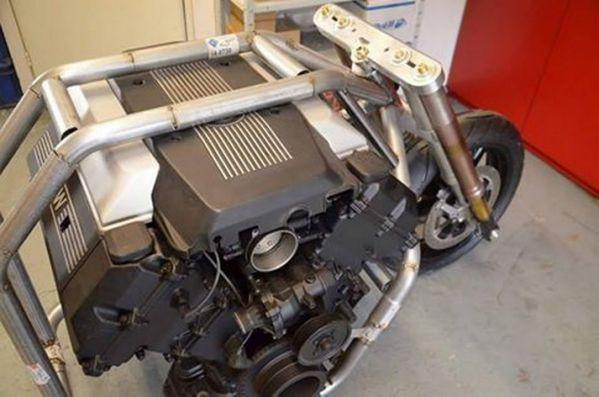 能否力压H2R?宝马V8双涡轮增压摩托车