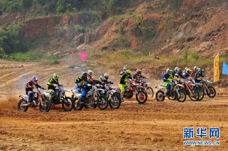 老挝金三角举办摩托车拉力赛热带雨林旖旎风光
