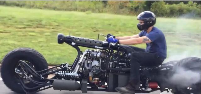 彪悍!军事迷把摩托改成这样交警都不敢拦车
