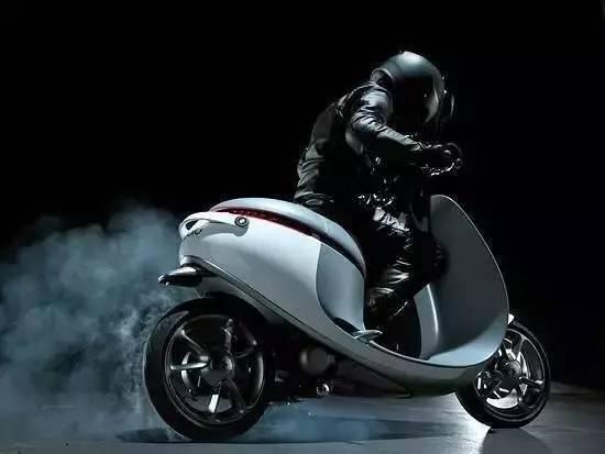德国连共享摩托都有了,你也想来兜兜风吗?