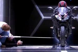 宝马摩托车风洞实验现场,果然贵有贵的道理!