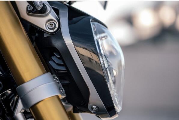 宝马意大利发布2017R1200R黑色版