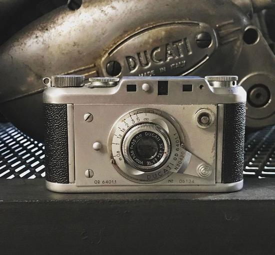 摩托车品牌杜卡迪竟然也出过相机?