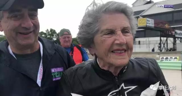 奶奶胆子都比你大,91岁的时候你敢骑多快?