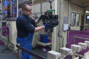 宝马摩托车发动机机械生产过程 快来围观