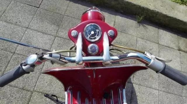 这不是VESPA,而是1955年的奥迪摩托车