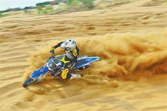 云南名将许健豪在摩托车挑战赛中夺国产A组桂冠