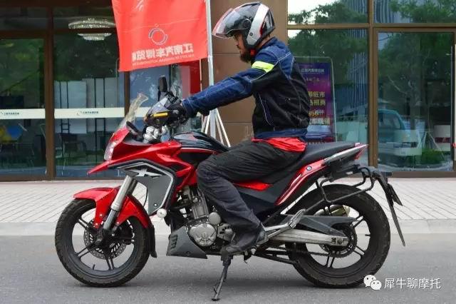 犀牛评自由300X:终于像个摩托车了
