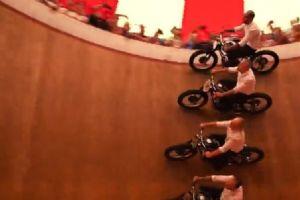 宝马摩托车文化节最古老的摩托车木桶表演