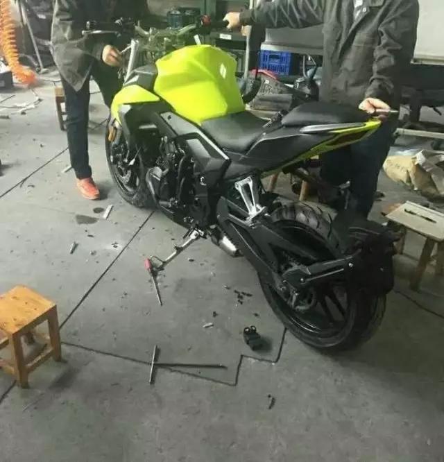 传说中的隆鑫500cc双缸街车谍照曝光