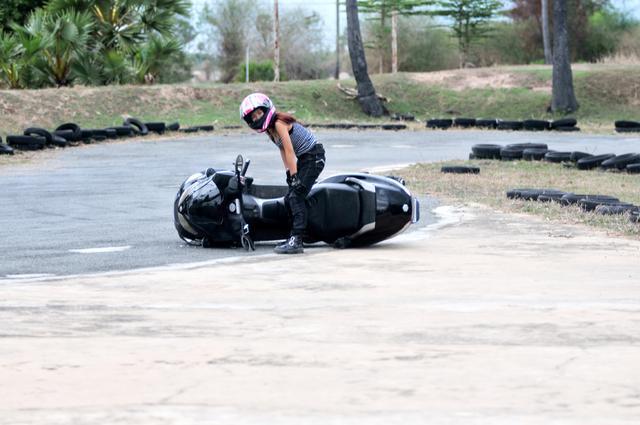 小试比亚乔三轮摩托车MP3250