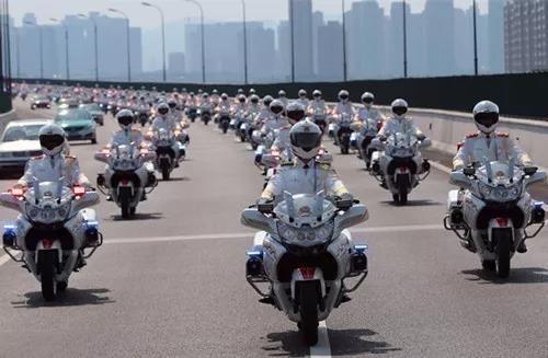 这一次,为骑摩托的交警疯狂打Call!