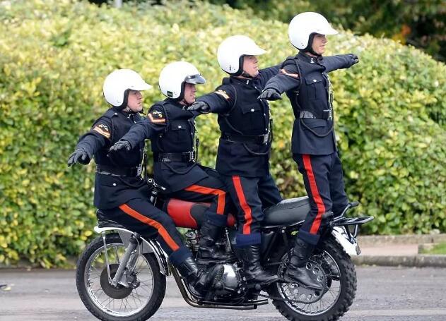 谁玩的摩托车就6?阿三哥也得管他们叫师父