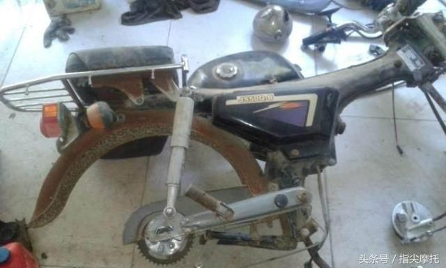 一堆散碎零件是如何拼成摩托车的,还原全程