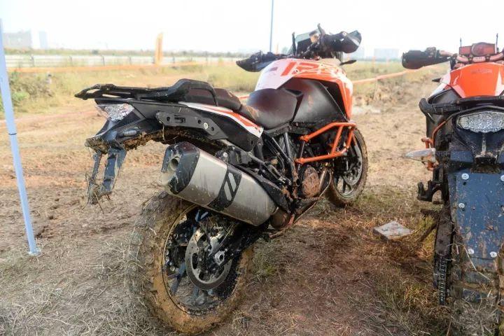 摩托车杂志:14.98万和19.98万让你享受橙色激情