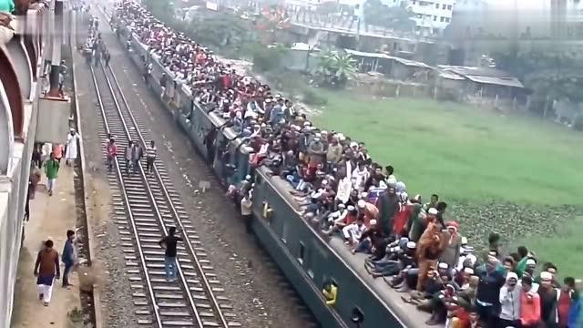 一辆摩托车搭60名士兵!印度神车再创奇迹未来或挑战