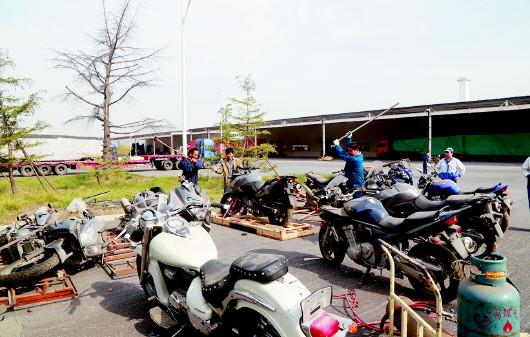 看完心痛10辆进口摩托车被销毁