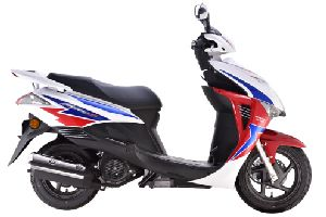 新大洲本田裂行RX125踏板摩托车新大洲本田SDH125T-31电喷125踏板