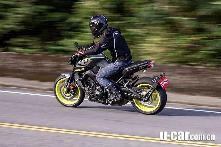 把它当滑胎车就对了 雅马哈MT-09试驾