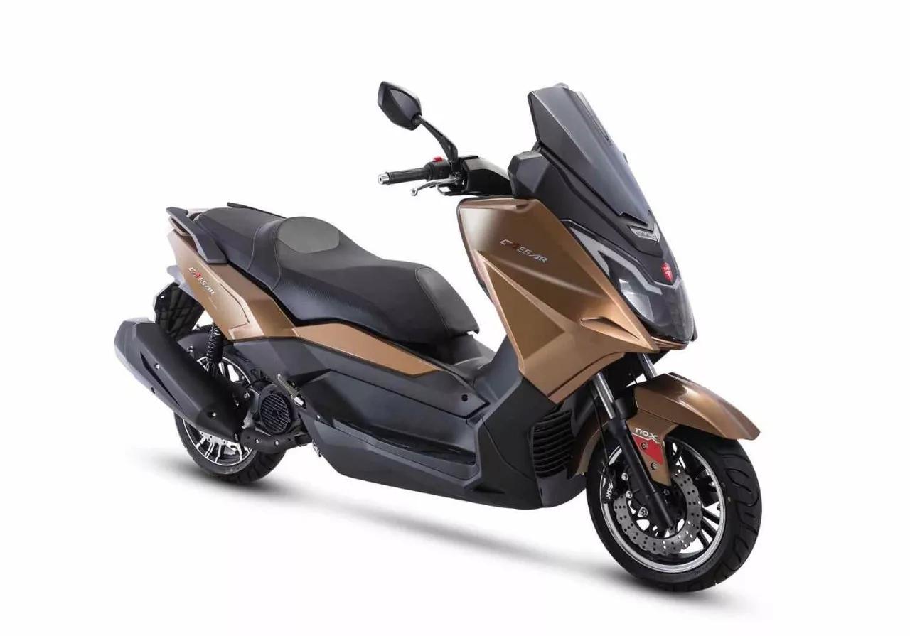 国产300电喷踏板发动机谍照