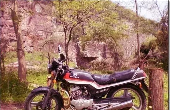 这些老摩托车,是否曾在你记忆里轰鸣过?