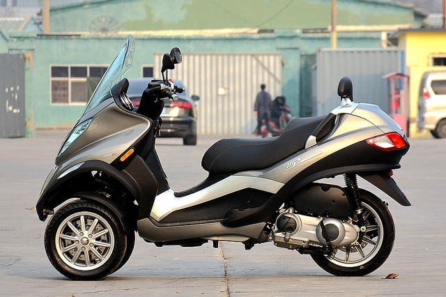 比亚乔 MP3 250ie;倒三轮摩托;比亚乔倒三轮