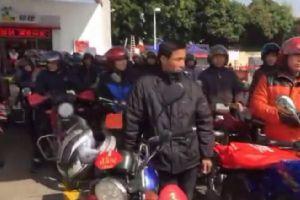 7℃寒风中,直击广东摩托车大军返乡过年