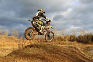 野外竞速比赛,越野摩托车