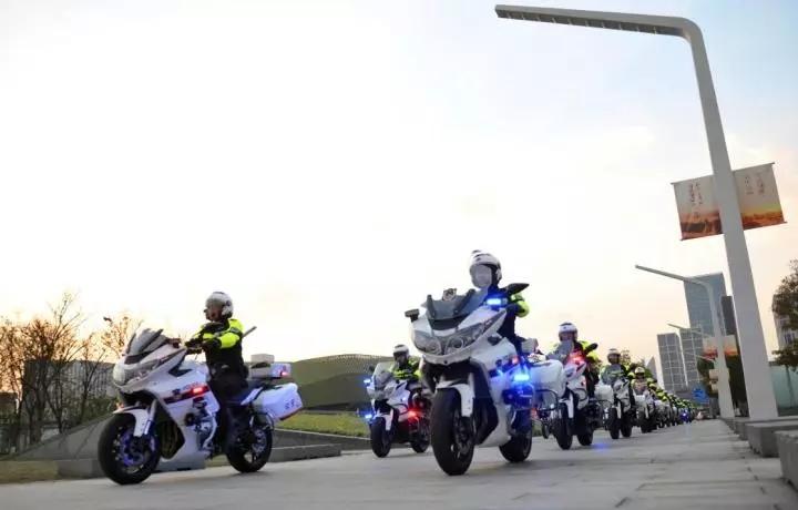 宁波鄞州交警铁骑机动中队帅气来袭