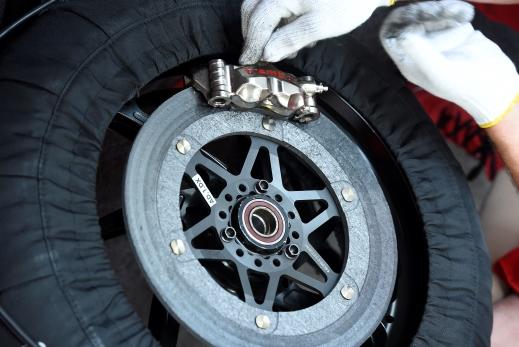 一点都不简单MotoGP煞车的秘密