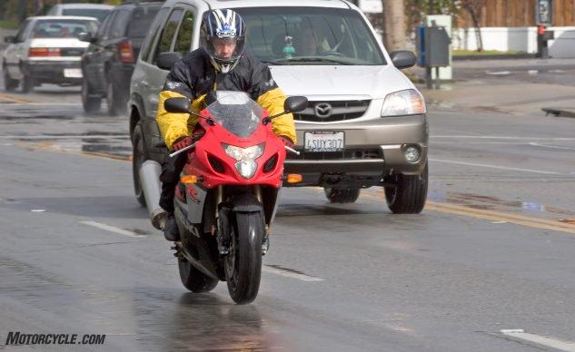 新骑士雨天骑行的四大注意事项