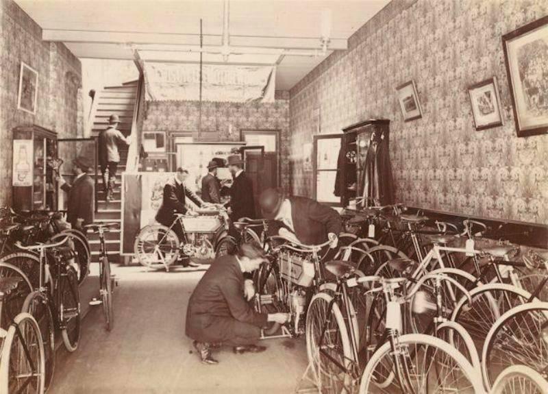 老照片:百年前,自行车是如何改造摩托车的