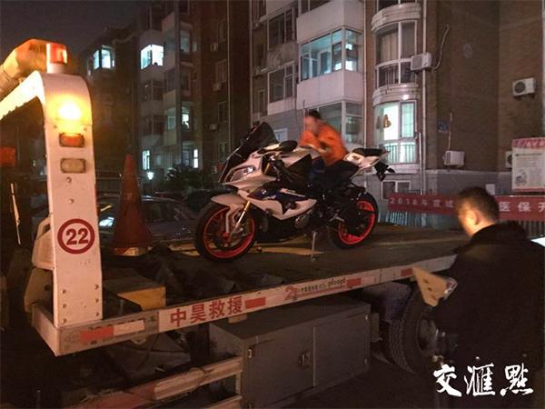时速299公里摩托车手被刑拘:没驾照车辆系走私