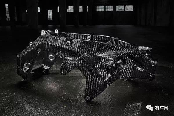 宝马新技术:大量生产碳纤维摇臂成为可能