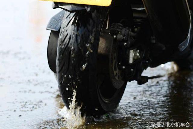 梅雨季节骑车不可忽视的五个重点