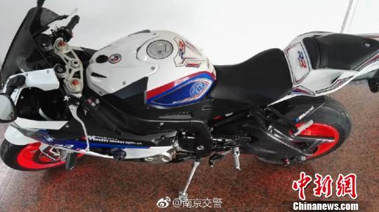 """""""时速299公里""""摩托车手被判处拘役4个月"""